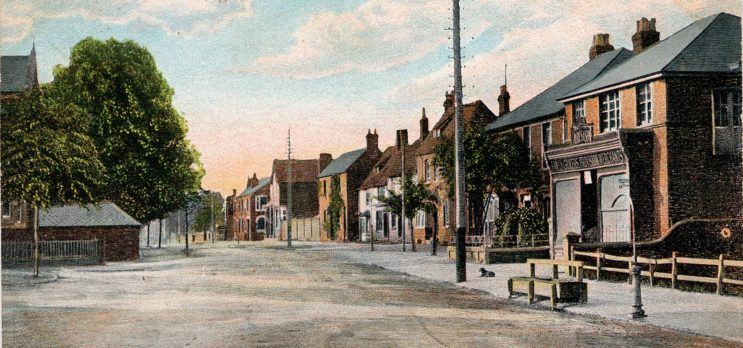 Who else was living on the High Street in Stevenage in 1911?